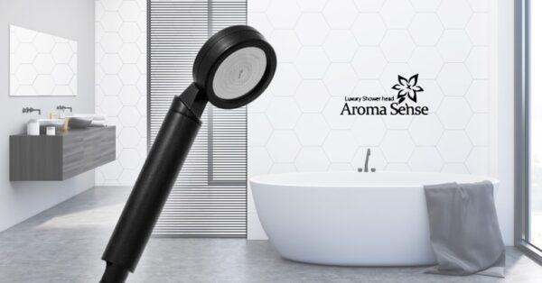 Aroma Sense AS-9000RB musta suihku valkoisessa kylpyhuoneessa